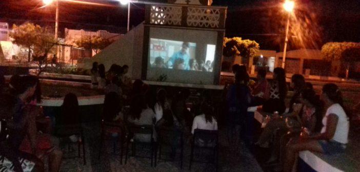 Secretaria de Assistência Social e CRAS realizam o Projeto Cinema na Praça