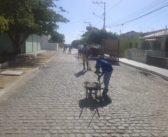 Equipe de limpeza urbana da cidade pede colaboração de moradores