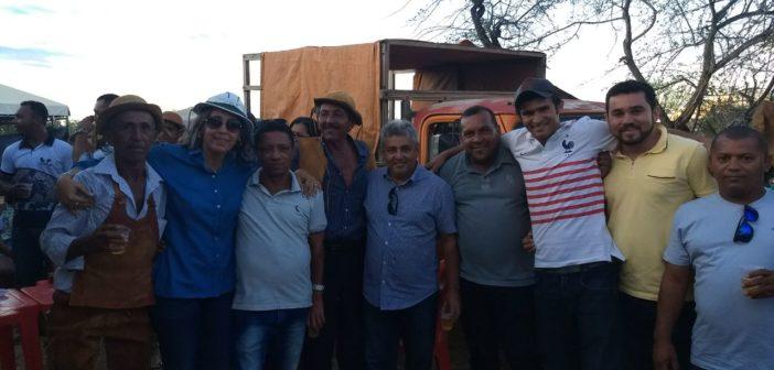 Prefeito Humberto prestigia vaquejada na Comunidade Queimada do milho