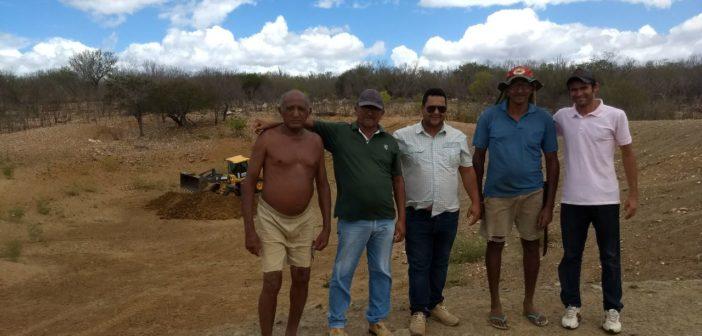 Prefeitura inicia limpeza de Barragens e açudes da zona rural do Povoado de Caraíbas.