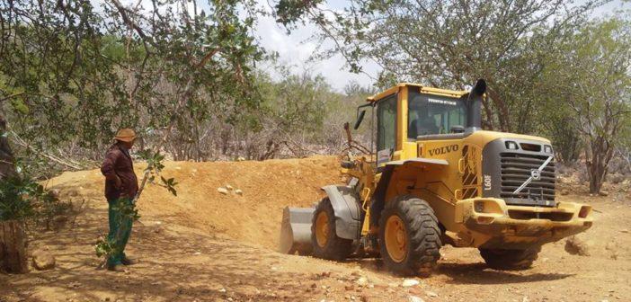 Limpeza de açudes e Barragens da Zona Rural do Distrito Caraíbas seguem em ritmo acelerado.