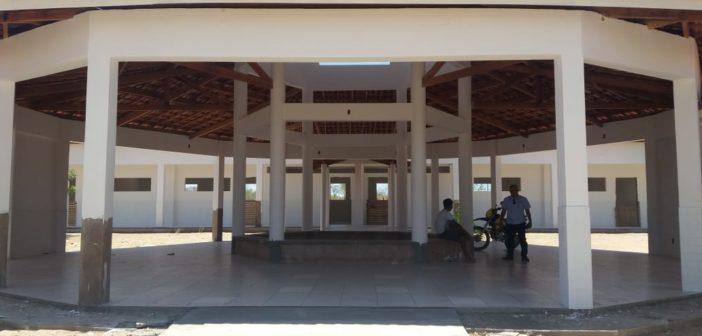 Prefeito Humberto Gomes visita as obras de construção da Escola no Povoado de Caraíbas